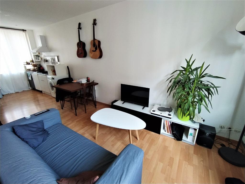 Location appartement - VIEUX LILLE STUDIO NON MEUBLE TRAVERSANT