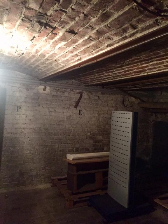Bureaux République Beaux Arts de 90m2 + grande cave et stationnement