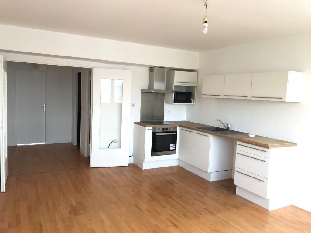 Location appartement 59000 Lille - Type 3 refait à neuf avec garage et cave - Centre Gares