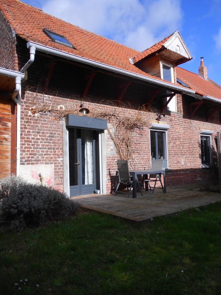 Corps de ferme rénové, 155m², 4 chambres et bureau.