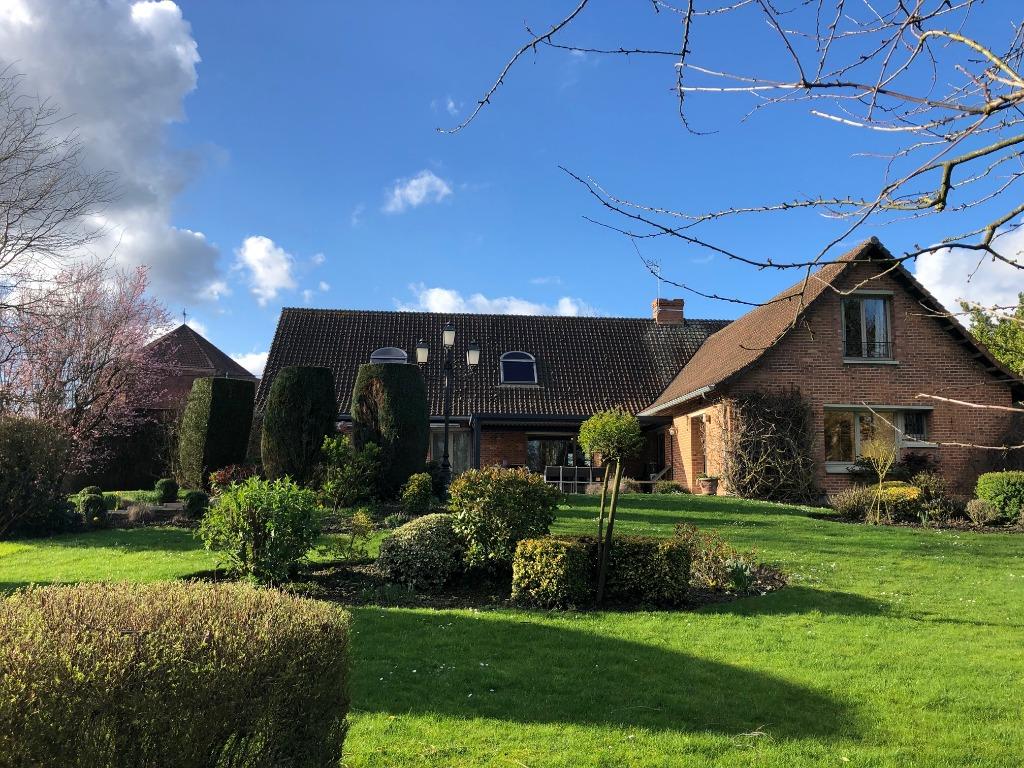 Magnifique maison dans un écrin de verdure à 30 min de Lille