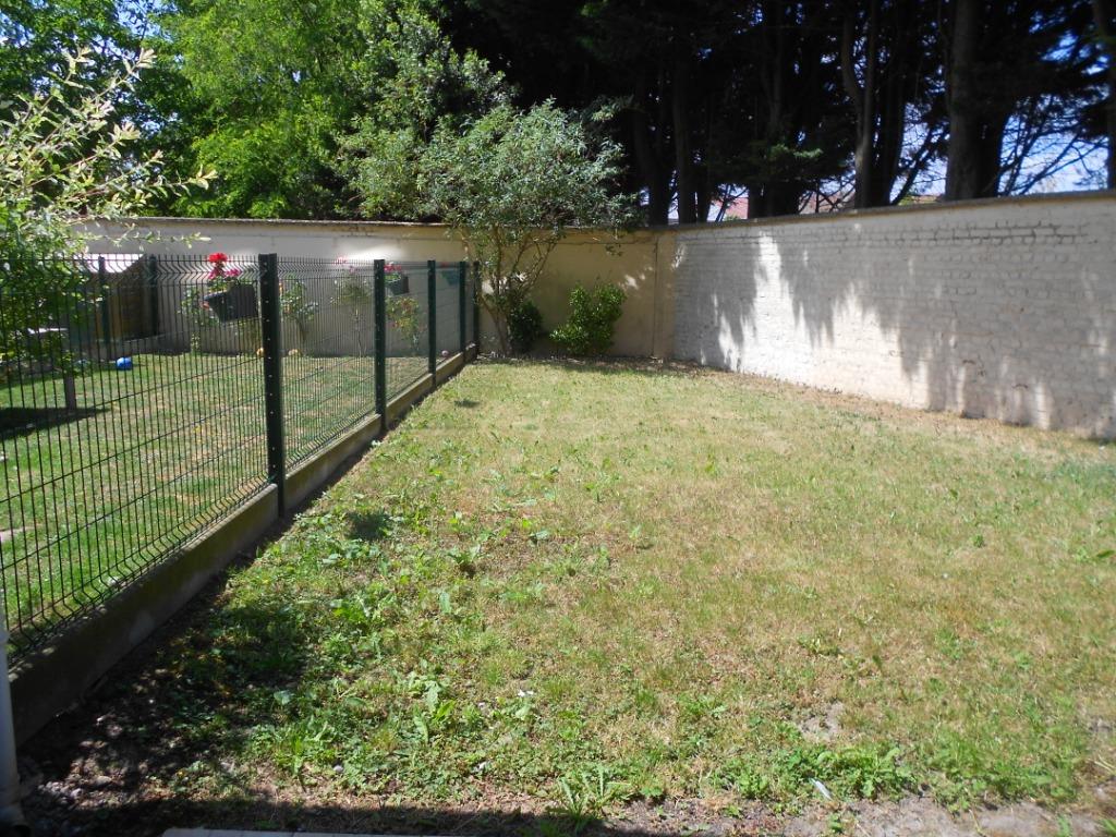 Duplex dans résidence calme et sécurisée en rez de jardin.