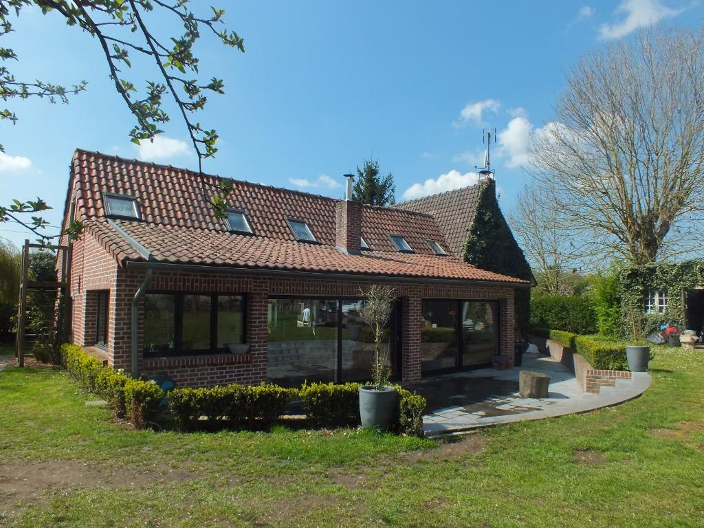 Vente maison - Fermette individuelle 6 chambres 260 m² bâtie sur 1600 m²