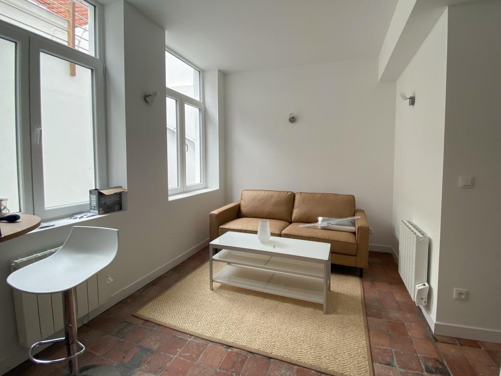 Location appartement - Vieux Lille appartement T2 meublé rénové avec cour privative