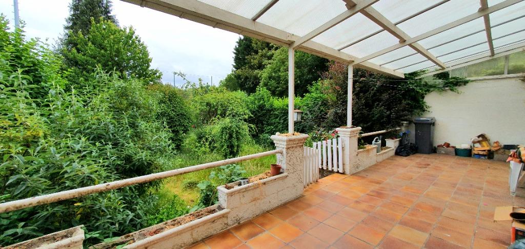 Vente maison - Maison à beau potentiel avec garage et grand jardin