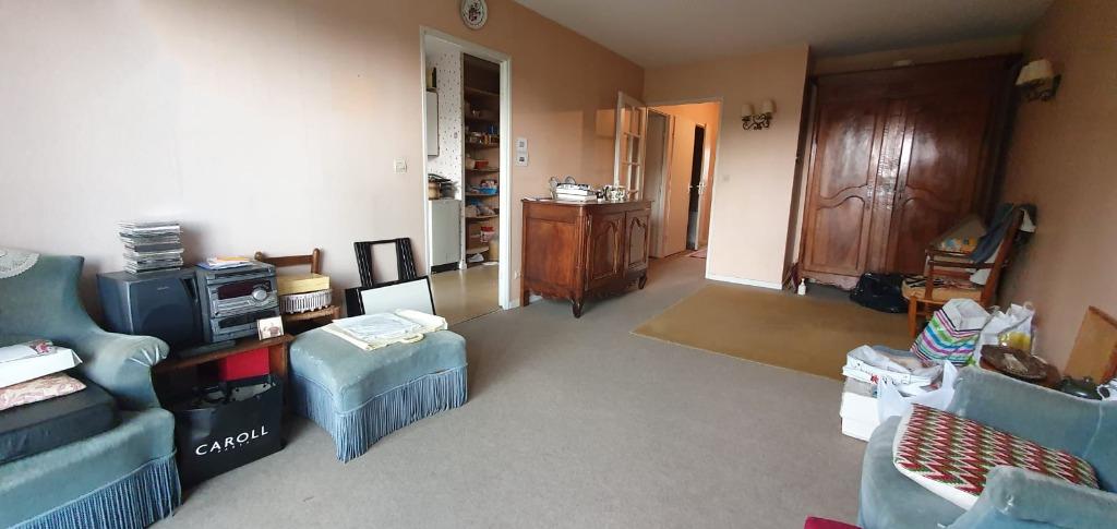 Lambersart Bourg: Appartement T3 avec garage et balcon.