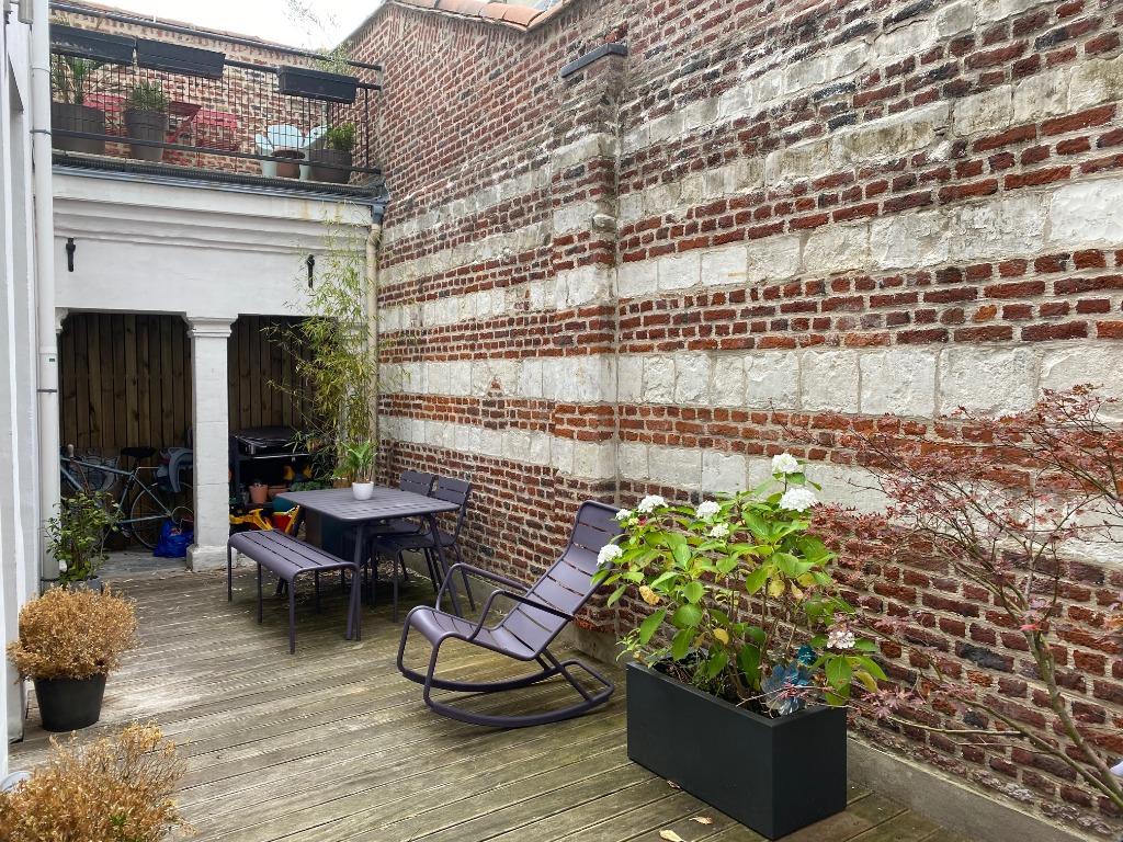 Vente maison - Vieux Lille - Charmante  maison avec cour