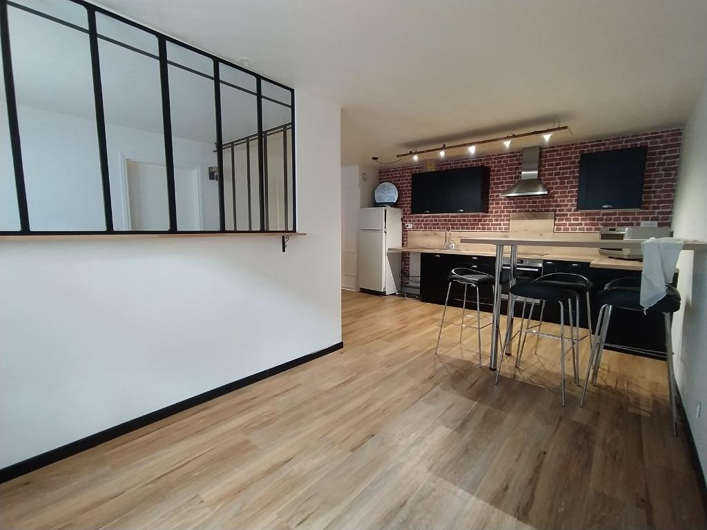 Location appartement - Vieux Lille T2bis rénové avec entrée privative