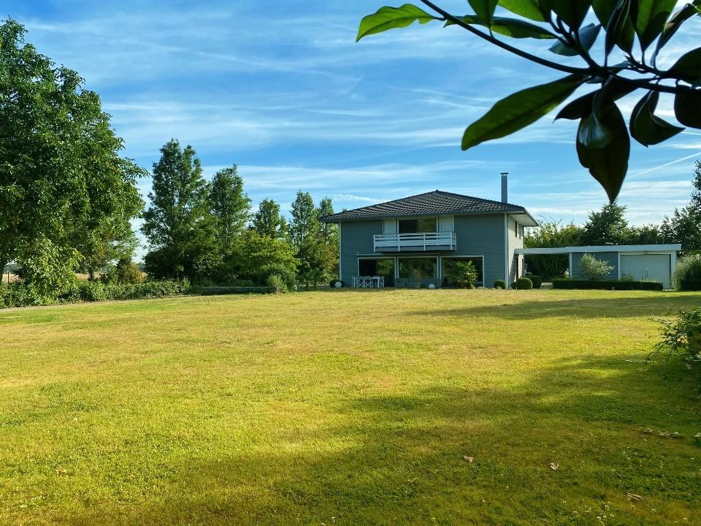 Vente maison - Maison individuelle moderne sur 4 000m2 de terrain