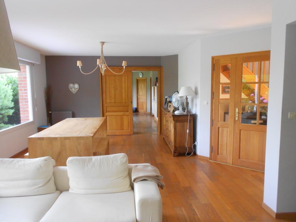 Individuelle récente, vaste terrain, 4 chambres possible 5.