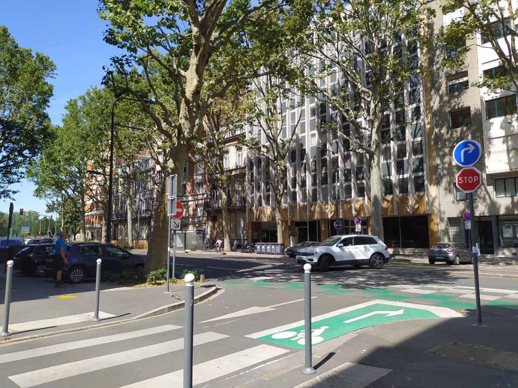 Location parking - Place de parking sous sol proche Quai du Wault
