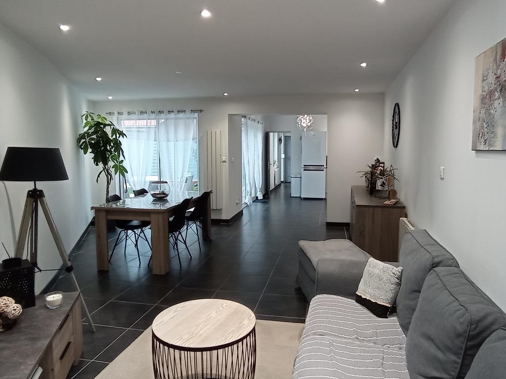 Vente maison 59211 Santes - Trois chambres, bel extérieur.