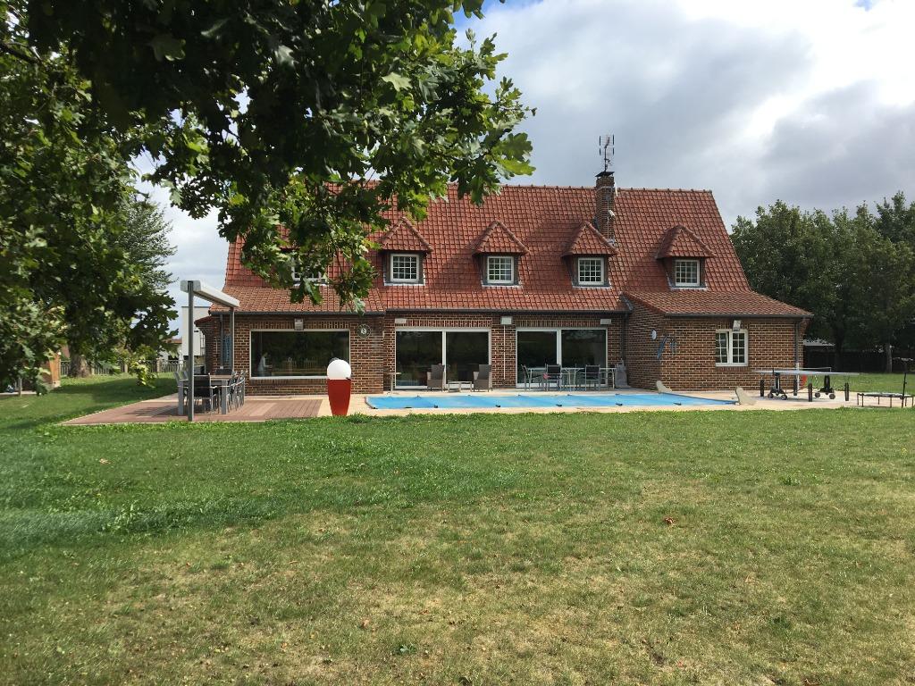 Vente maison - MAISON 8 PIECES 240 M2 TERRAIN 2600 M2