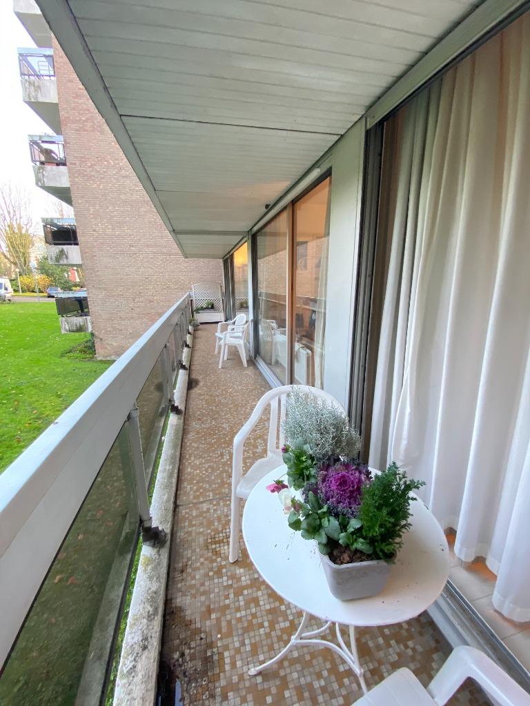 Croix, résidence de services, T3 balcon, parking, caves