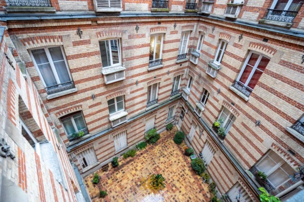 Paris 17 - Rue de Saussure - 2 pièces vendu loué