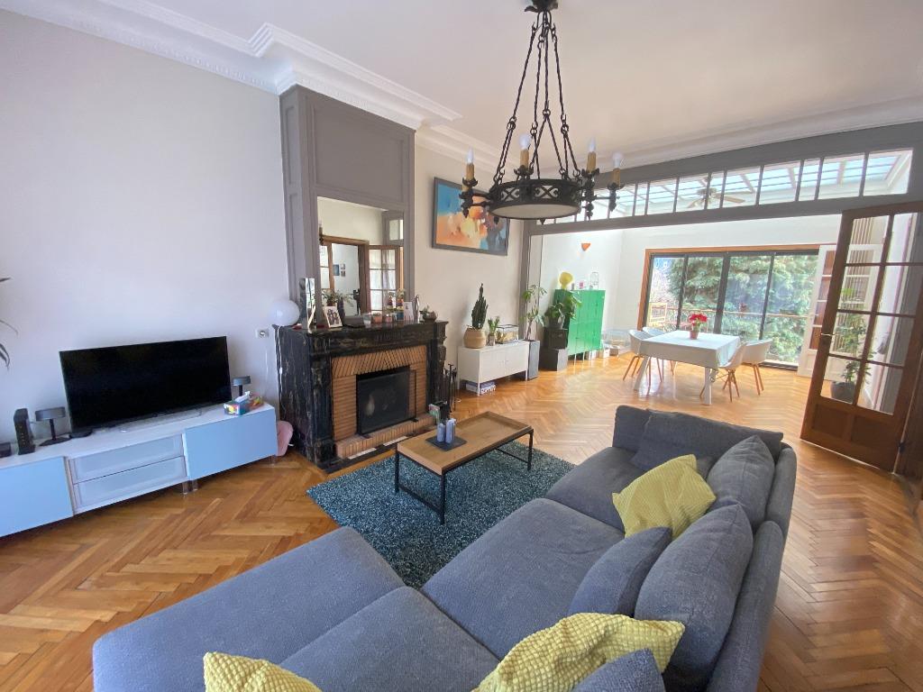 Lille, Maison de Maitre de 310 m2, jardin et garage