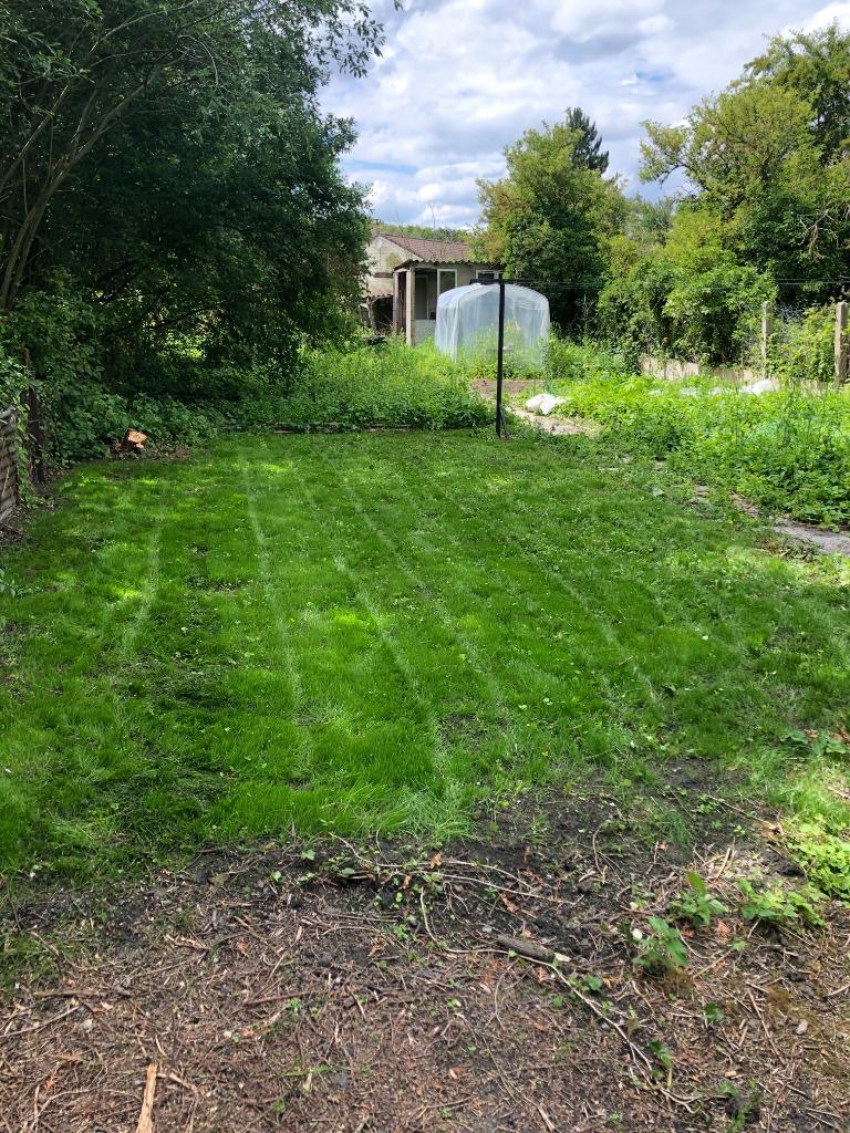 Terrain à bâtir dans un cadre verdoyant