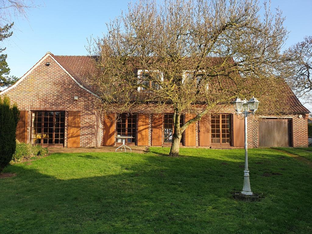 Maison individuelle avec jardin et garage