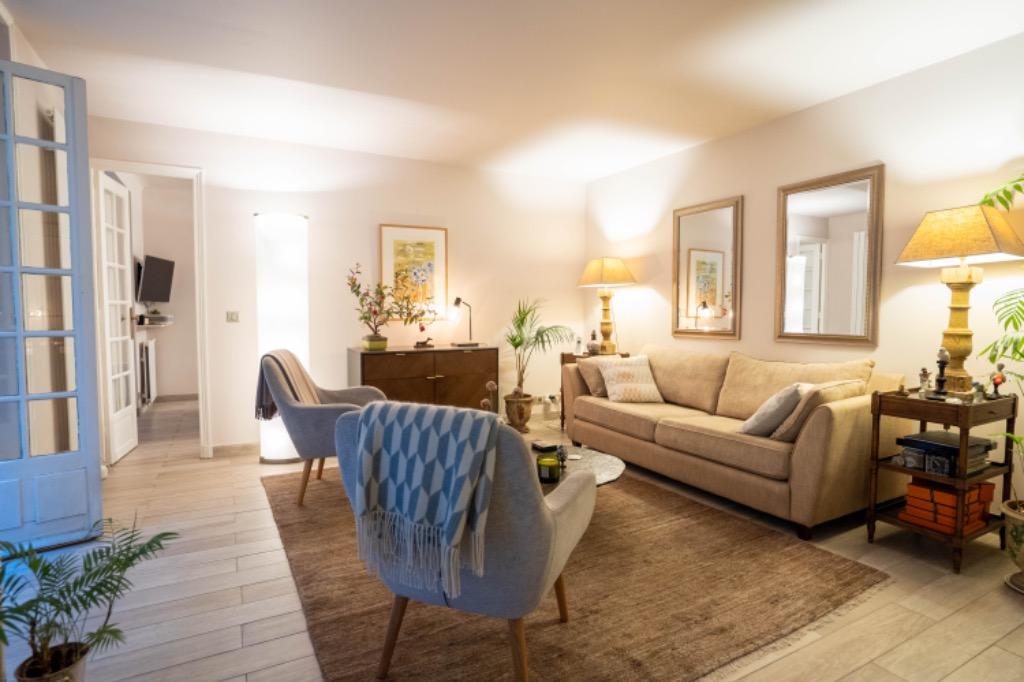 Vente appartement - Paris 16 - Place de l'étoile - 2 pièces avec patio