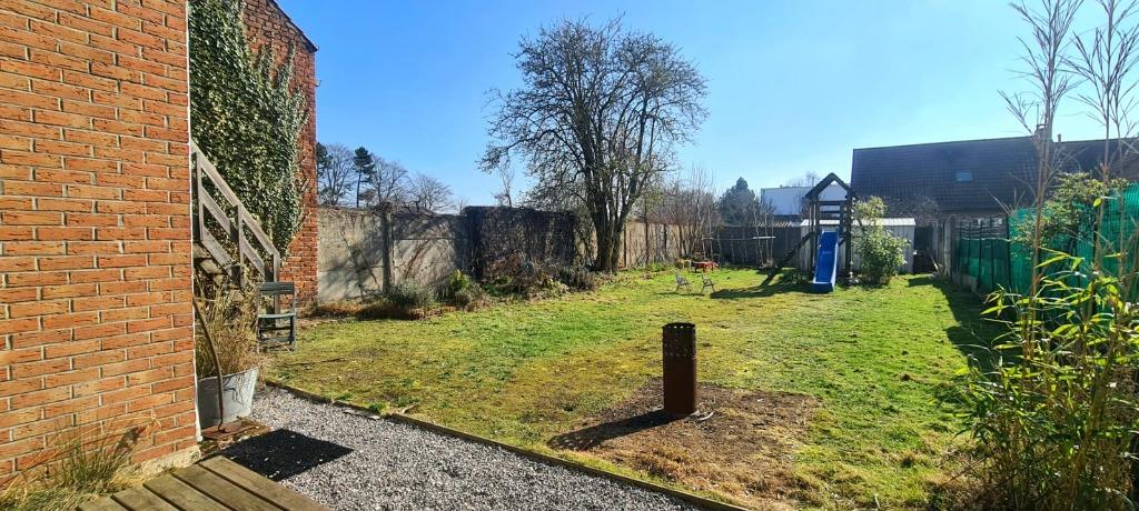 Grande et Large Maison avec jardin et garage