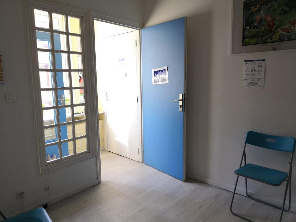 Bureau au 1 étage, sur la commune de Santes