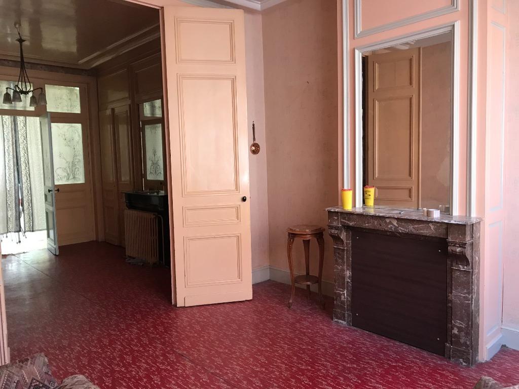 Vente maison 59000 Lille - Grande maison à rénover