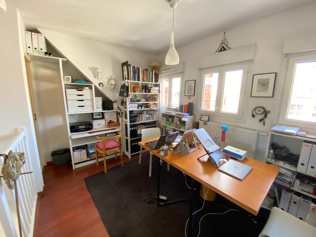 Vieux Lille, T2 environ 60 m2, balcon et garage