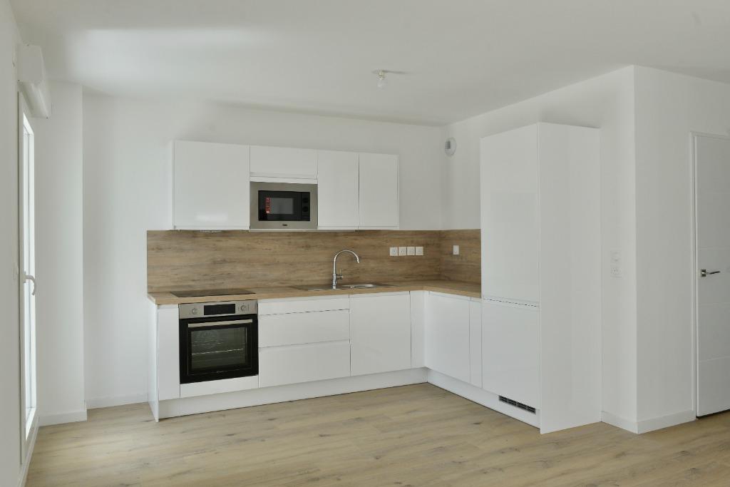 Location appartement - Appartement T3 avec terrasse garage, parking proximité Golf