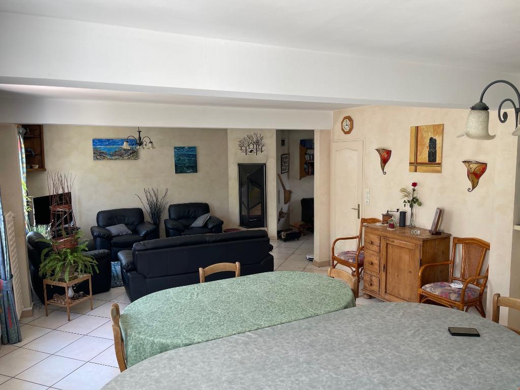 individuelle 4 chambres + bureau située centre Bourg