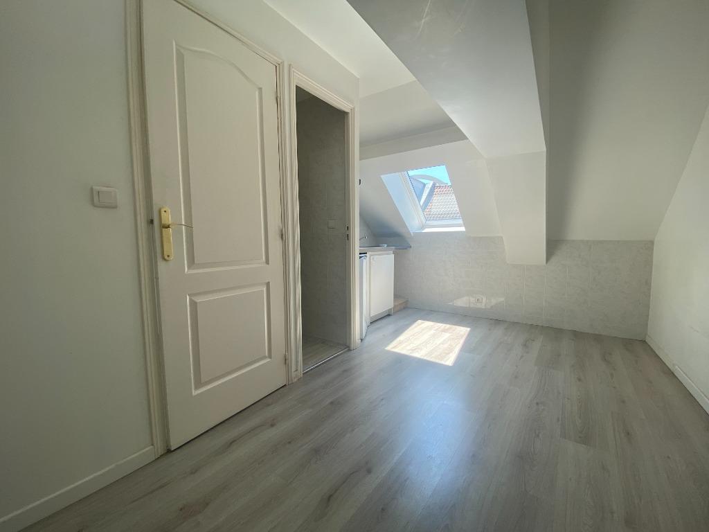 Location appartement - Studio à proximité des gares