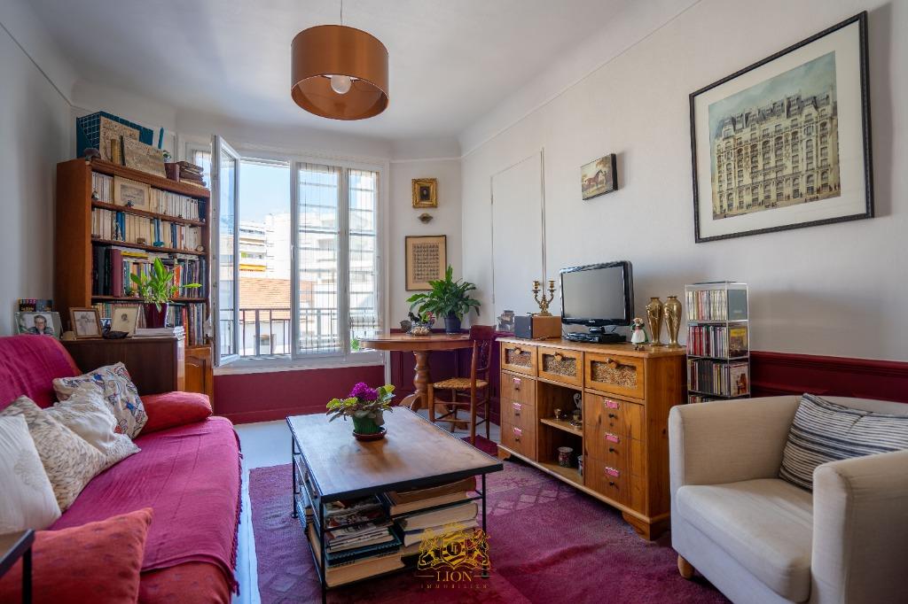 Vente appartement - Courbevoie - Bécon - 2 pièces dans immeuble des années 30