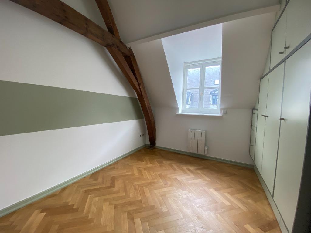 Appartement T3 rénové Vieux Lille terrasse parking