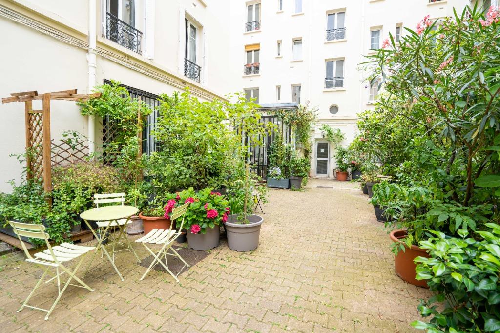 Vente appartement - Paris 11 - Roquette Popincourt - 2 pièces sur cour arborée