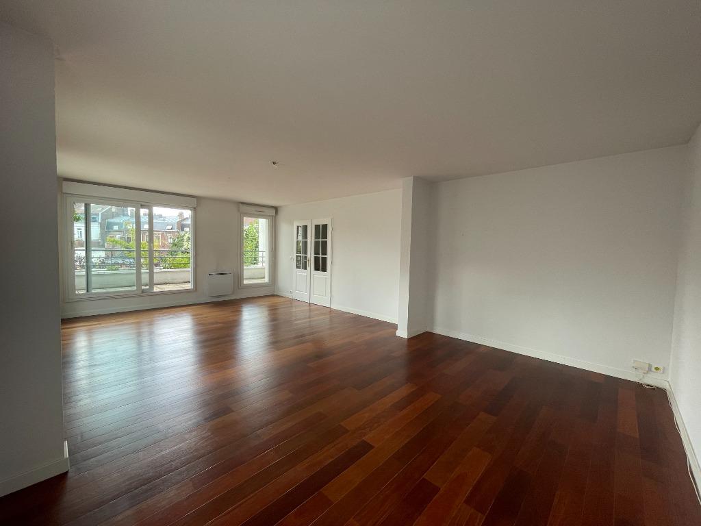 Location appartement 59000 Lille - EXCEPTIONNEL DUPLEX - RÉPUBLIQUE - 95M2 TERRASSE - PARKING