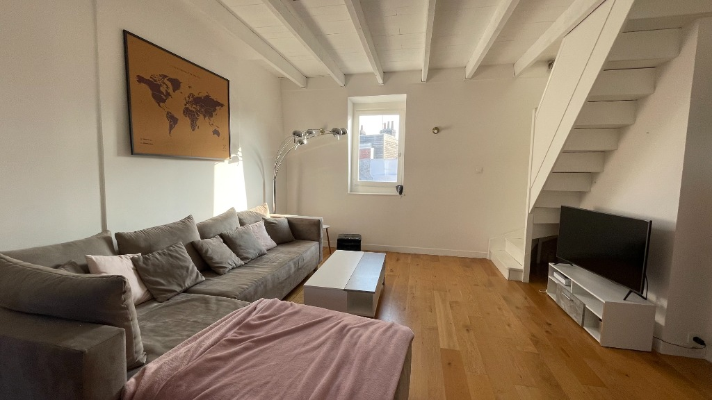 Rue des Meuniers - Appartement en duplex avec cachet !