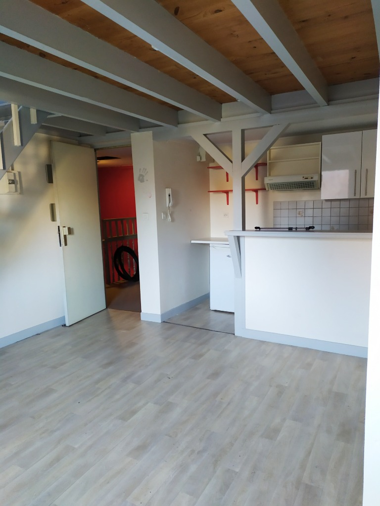 Location appartement 59000 Lille - Lille Saint-Michel - T2 en duplex non meublé de 21m²