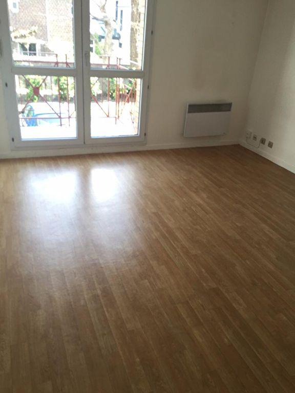 Lille Studio de 20.94 m² non meublé avec parking et balcon.