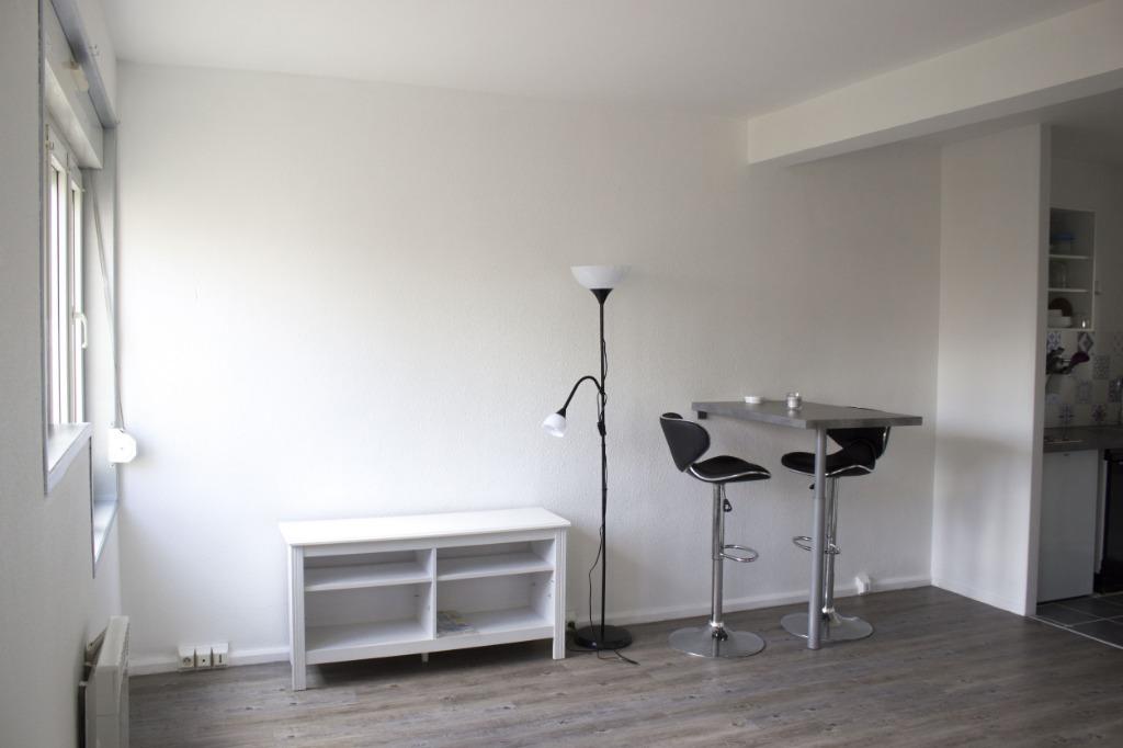 WAZEMMES - Studio meublé entièrement rénové